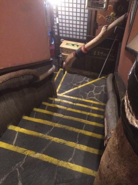 赤門屋の掘りごたつ問題、および階段問題についての画像